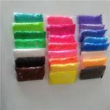 Formung des Farben-Perlen-Kugel-Kitt-Schaumgummi-Lehms