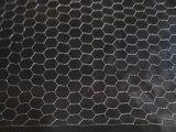 動物の六角形の金網の塀