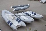 Liya 2.4m-5.2mのガラス繊維の外皮のなされる開いた床の肋骨のボート中国