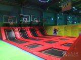 バスケットボールたがが付いている屋内小さい体操のトランポリン公園