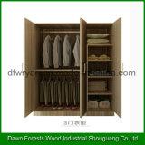 Guardarropa del dormitorio de la cabina del armario del diseño moderno de tres puertas