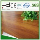 Revêtement en stratifié de surface en relief de 8 mm en bois