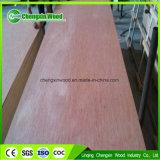 Blätter des China-Goldhersteller-KlimaOkoume lamellierte Furnierholz-4X8