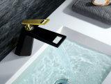Faucet de bronze preto e dourado do projeto novo do banheiro da bacia