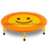 Capretti del fornitore e trampolini poco costosi degli adulti