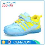 La mode neuve DEL d'enfants folâtre les chaussures de course pour des gosses