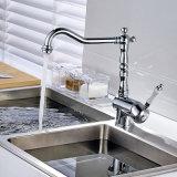 クロム磨かれた真鍮の旋回装置の陶磁器のハンドルの台所コック