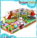 Baby-Spiel-gesetzter Kindergarten-Innenspielplatz