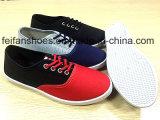 新しい到着の人の注入のズック靴の偶然靴