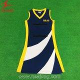 Preiswertes Muster-Mädchenreizvolles Netball-Kleid-kundenspezifische Sublimationnetball-Uniformen