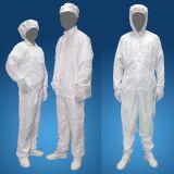 Roupa limpa da poeira antiestática do quarto desinfetado