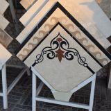 Le belle mattonelle del marmo del mosaico del fiore di disegno per il pavimento hanno decorato