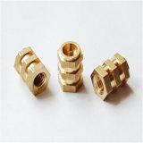 A máquina do CNC parte as peças de bronze mecânicas