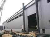 Heller Stahlaufbau strukturiert Werkstatt