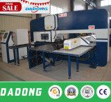 Máquina da imprensa de perfuração do CNC da fabricação T30 com ferramentas de Amada