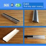 Arrotondare la punta di alluminio esterno e dell'interno della scala