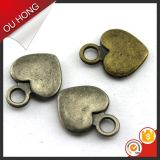 Oro del contrassegno del metallo del cuore degli accessori dell'indumento