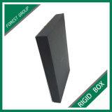 ふたが付いている黒いボール紙の宝石類のギフト用の箱