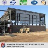Construction moderne d'exposition de structure métallique avec la rampe