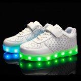 Heet Verkopend de 2016 In te ademen LEIDENE van de Schoen van de Sport van de Jonge geitjes van het Leer van Pu Lichte Schoenen Van uitstekende kwaliteit van de Batterij Reachargeable
