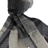 人のための方法ウールそしてアクリルの混ぜられたスカーフ