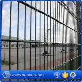 Fonte da fábrica de China galvanizada e do laço do PVC portas dobro revestidas da cerca de fio na venda