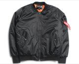 黒またはオリーブ冬の季節の100%年のポリエステルTwill/PUコーティングのボマージャケット