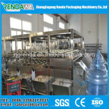 D'usine remplissage automatique professionnel de l'eau minérale directement