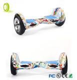 """un auto delle 10 """" due rotelle che equilibra motorino elettrico con il sacchetto di trasporto"""