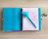 Modificado para requisitos particulares bloqueando el cuaderno del diario con la pluma de la pluma