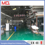 Finestra del magazzino del PVC