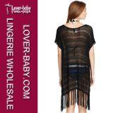 女性の黒のかぎ針編みのポンチョ浜はビキニL38292-1を隠す