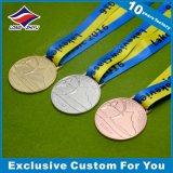 De ronde Medaille van de Voetbal van het Metaal van het Messing van de Vorm Glanzende Gouden met Lint