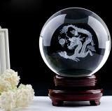 3Dレーザーの彫版が付いているカスタマイズされた明確な水晶球の球