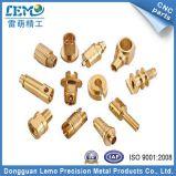 Piezas de encargo del torno del CNC de ajustar con el latón hecho en China