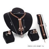 Kleedt Gouden Diamant 4 van de Manier van de Halsband van de Verklaring van de Luxe van Toebehoren PCs Geplaatste Juwelen