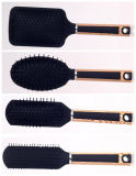 Les femmes de brosse de cheveux de coussin composent des brosses