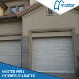 モーターを搭載する卸売によって絶縁されるガレージのドアセクション/Resientialの小さいドアが付いている自動ガレージのドア/ガレージのドア