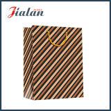 Лоснистый прокатанный мешок подарка вкосую нашивок бумаги искусствоа бумажный