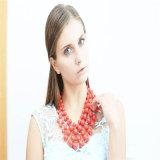 新しいデザイン赤いアクリルのビードの方法宝石類の一定のネックレス