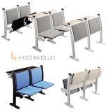 梯子の教室の黒い学校の机椅子をつけなさい
