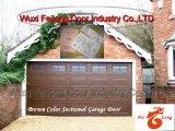 Porta automática da garagem da cor de Brown