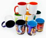 Insignia promocional de Pringting tazas de cerámica del café con leche del espacio en blanco de la venta al por mayor de la taza del color interno de 11 onzas