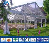Grosses freies Zelt mit transparenten Wänden