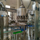 Machine recouvrante remplissante minéralisée mis en bouteille de l'eau