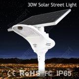 sensor elevado todo da bateria de lítio PIR da taxa de conversão 30W em postes de amarração solares de uma iluminação