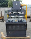 Máquina cortando da imprensa de petróleo