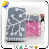 浴室タオルおよび純粋な綿の表面タオルが付いているいろいろな種類のビーチタオル