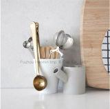 Colher e grampo dourados de café do aço inoxidável