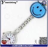 El reloj colorido del Fob de la enfermera del reloj de la enfermera de la sonrisa del caucho de silicón de la buena calidad Yxl-274 crea los relojes médicos de la broche para requisitos particulares Pocket